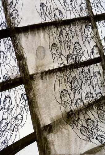 Troostparade: 2001, gouache, conté, 58 x 46 cm, coll. van Putten, Bathmen